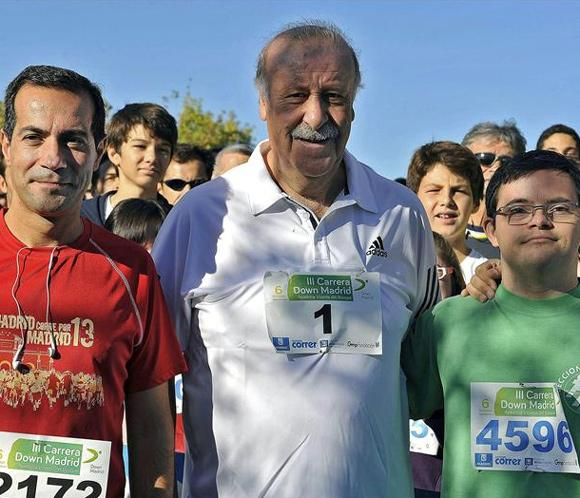 Vicente del Bosque bate récords de corredores en la Carrera Down Madrid