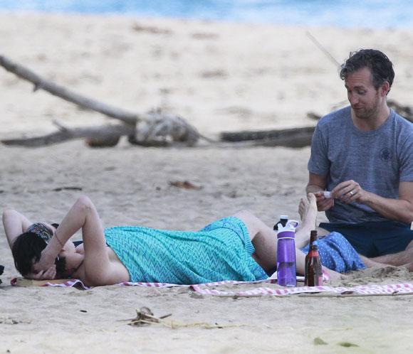El Accidentado Día De Playa De Anne Hathaway