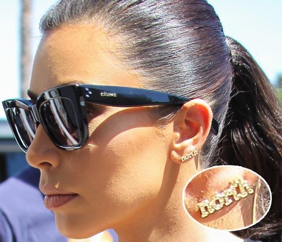 Kim Kardashian lleva el nombre de su pequeña North en los pendientes
