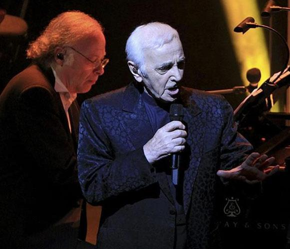 Charles Aznavour conquista Barcelona a sus 90 años
