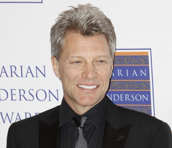 Jon Bon Jovi cambia su pelo rubio por las canas | Noticias - hola.com