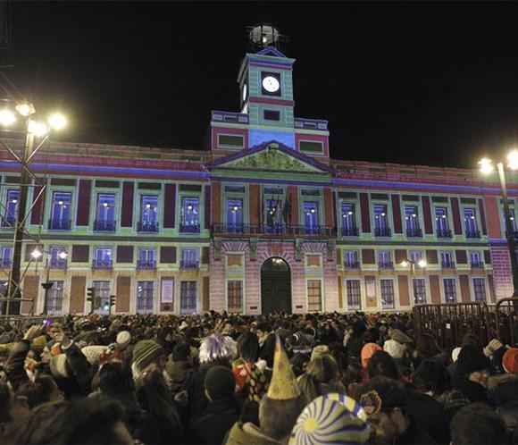Miles de personas ensayan las campanadas deNochevieja en la puerta del sol