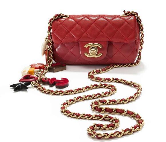 Un museo holandés rinde homenaje con una exposición del icónico bolso Chanel b30a8580d045