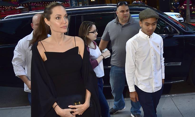Angelina Jolie y su hijo Maddox realizan una visita privada al Palacio de Buckingham