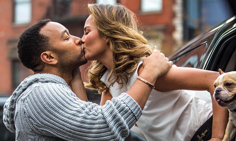John Legend no deja de apoyar a su mujer, Chrissy Teigen, en su depresión
