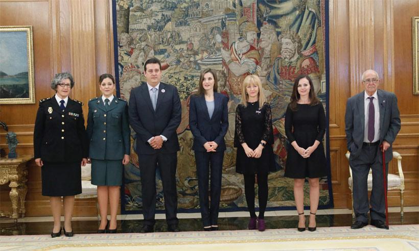 La Reina, preocupada por la violencia de género, recibe a la asociación ALMA en Zarzuela