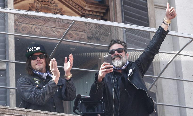 ¡Dos turistas inesperados! Los actores Norman Reedos y Jeffrey Dean Morgan se divierten en las Fallas