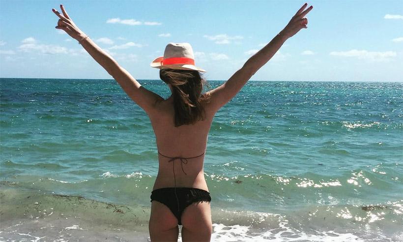 Amelia Bono disfruta de unos días de playa a solas con su amor