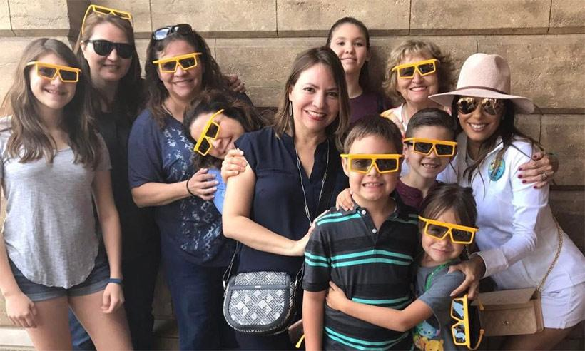 Eva Longoria celebra su cumpleaños en familia en Disneyland
