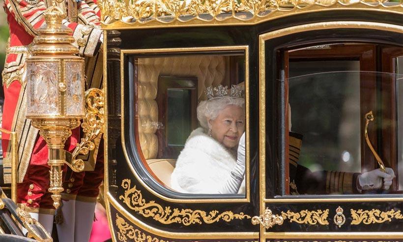 Ni corona, ni carruaje para la reina Isabel en la apertura del Parlamento por primera vez en 40 años