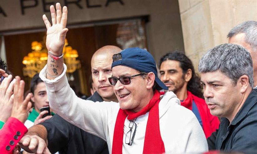 Charlie Sheen subasta un anillo del legendario jugador de béisbol Babe Ruth por más de 446.000 euros