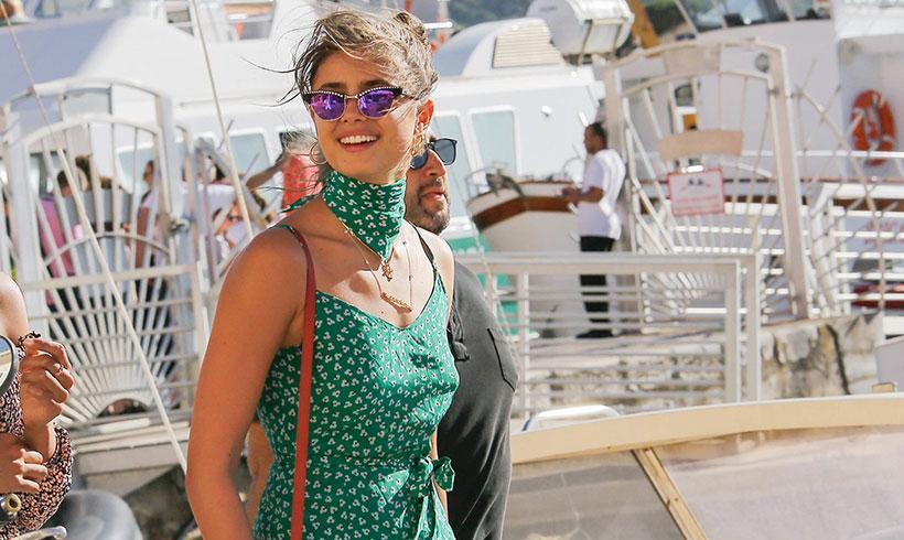 Dos formas de llevar el look monocolor en vacaciones por Taylor Hill