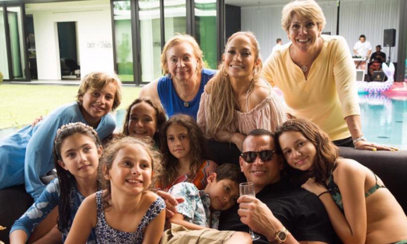 ¡No falta nadie! Los López- Rodríguez, una auténtica familia feliz
