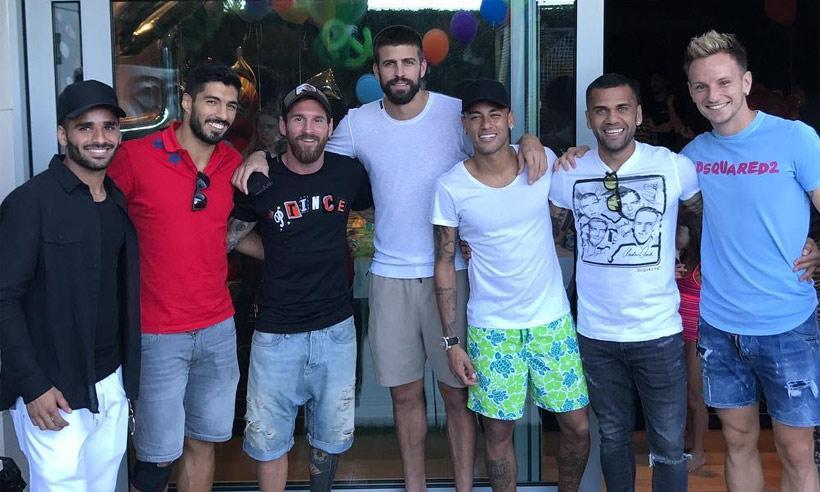 Neymar se reúne con sus excompañeros del Barça