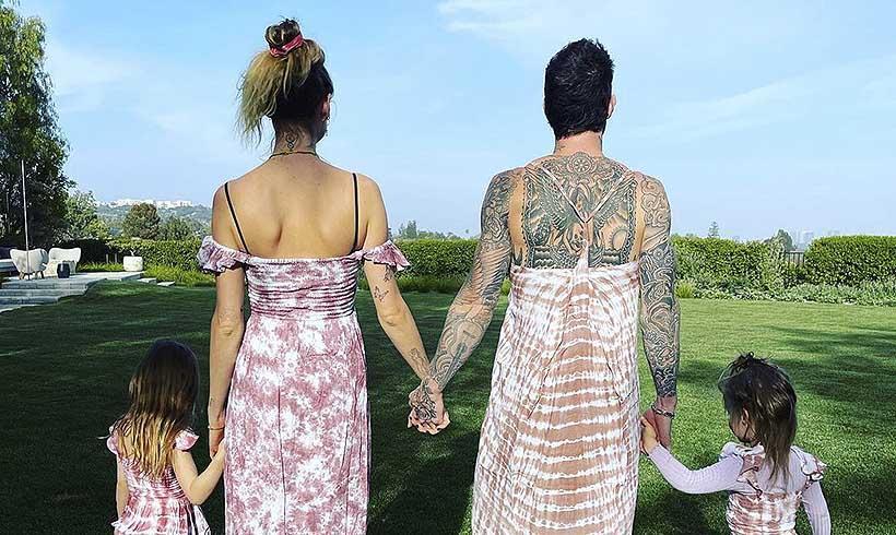Adam Levine se pone un vestido a juego con sus hijas para su última foto en familia