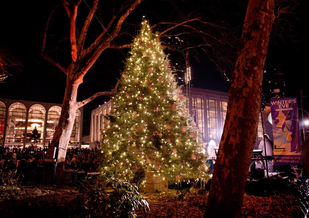 Si viajas a Nueva York esta Navidad no olvides visitar el árbol del Lincoln Center.