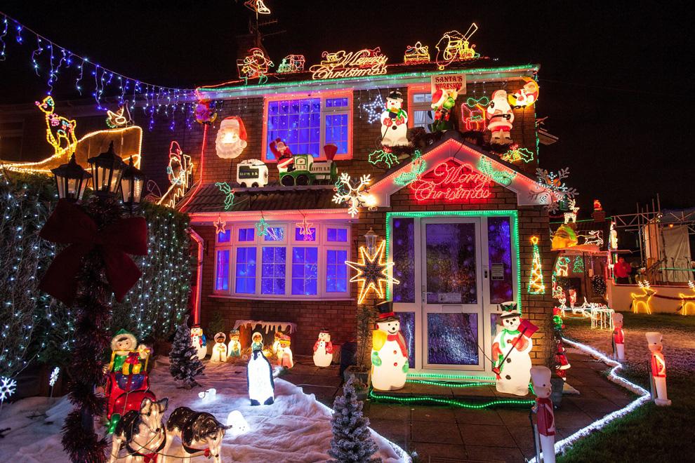 Nos gusta la navidad las luces iluminan el mundo - Casas decoradas en navidad ...