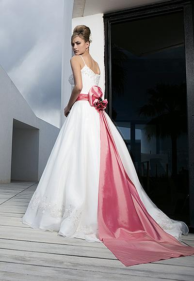 Vestidos de novia con fajin rojo