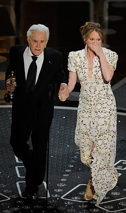 Novias de alfombra roja: Así han sido los vestidos más 'blancos' de la temporada de premios
