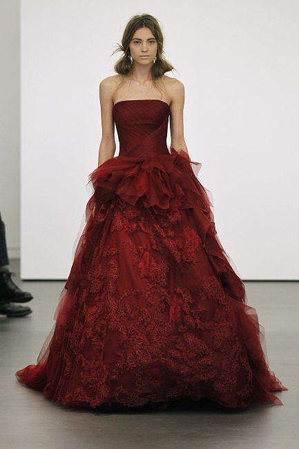 vestidos de novia rojos de Vera Wang