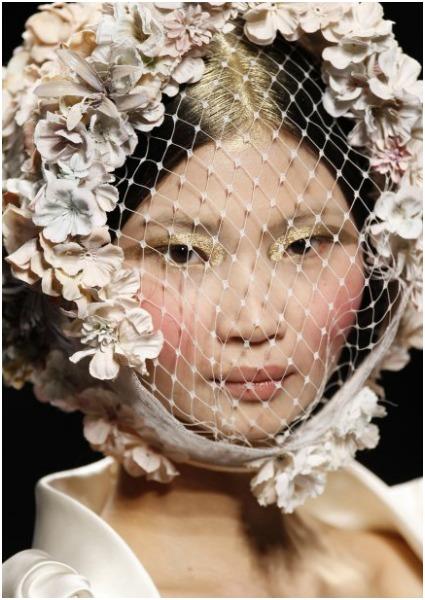 Así se hizo... El espectacular peinado de novia del desfile de Victorio & Lucchino