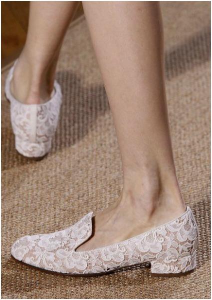 Las alpargatas y 'slippers' de encaje de Valentino