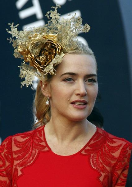 Dos tocados muy 'british' para Kate Winslet