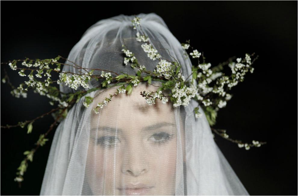 688e12b402 Corona de flores silvestres en color blanco