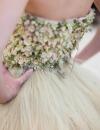 Un vestido de novia con flores naturales