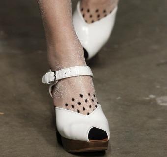Zapatos 'alternativos' para una boda en la playa