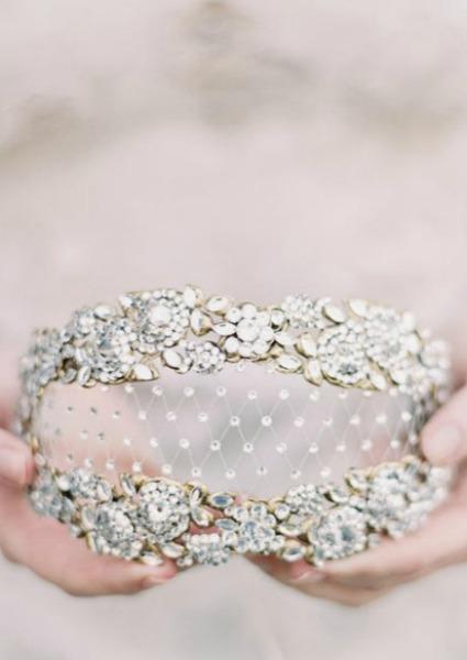Veinte accesorios para novias de invierno