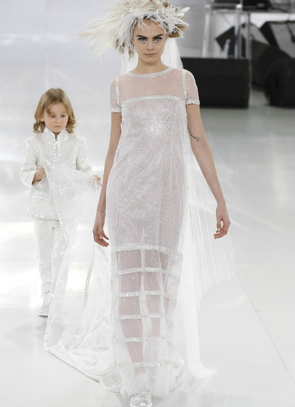 Una novia con zapatillas de Chanel
