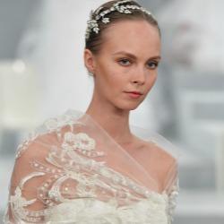 Flores, joyas y espaldas al aire, algunas de las tendencias vistas en la New York Bridal Week