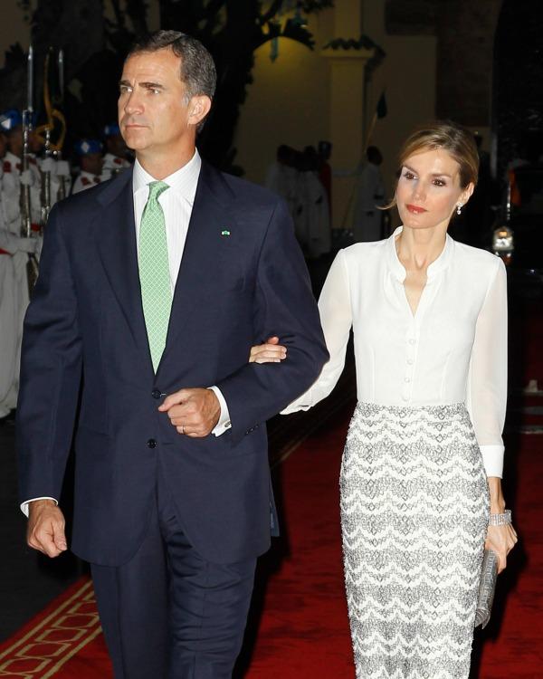 Doña Letizia deslumbra en Marruecos con una tendencia nupcial