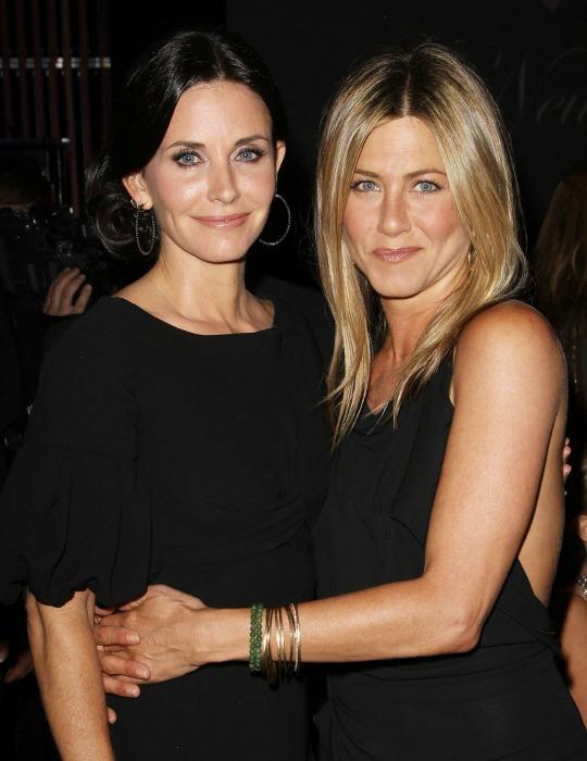 Ocho 'looks' de boda para Courteney Cox y Jennifer Aniston