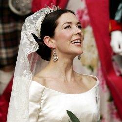 Diez tendencias 'beauty' para novias 'royal'