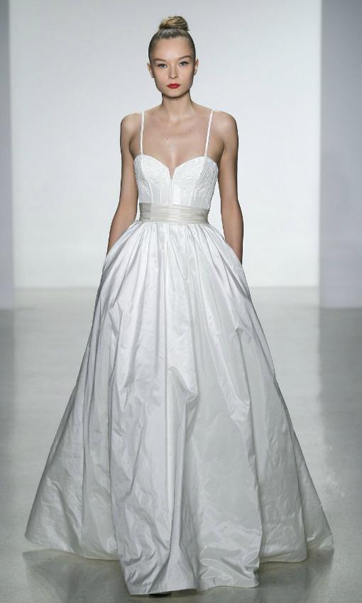 75c7196ef Once vestidos de novia como el de Angelina Jolie