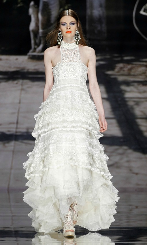el uhippie chicu de las novias con vestidos ibicencos