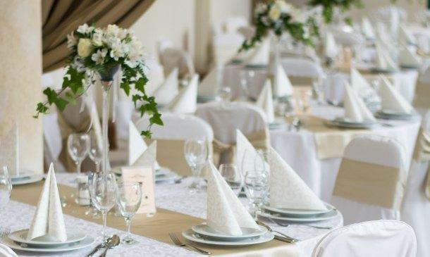 Ideas diy para numerar las mesas y tu 39 guestlist 39 de boda for Mesas de boda originales