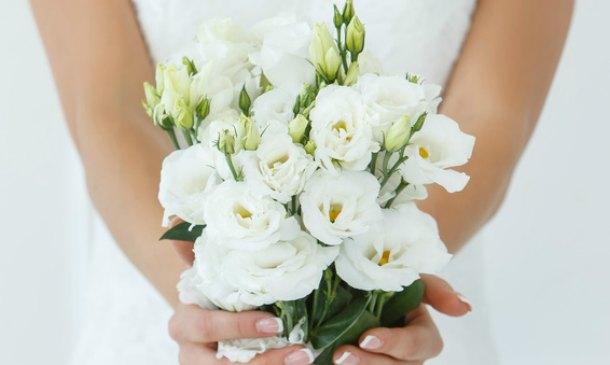 blanco, blanco, blanco: pasteles y ramos de novia en 'all white'