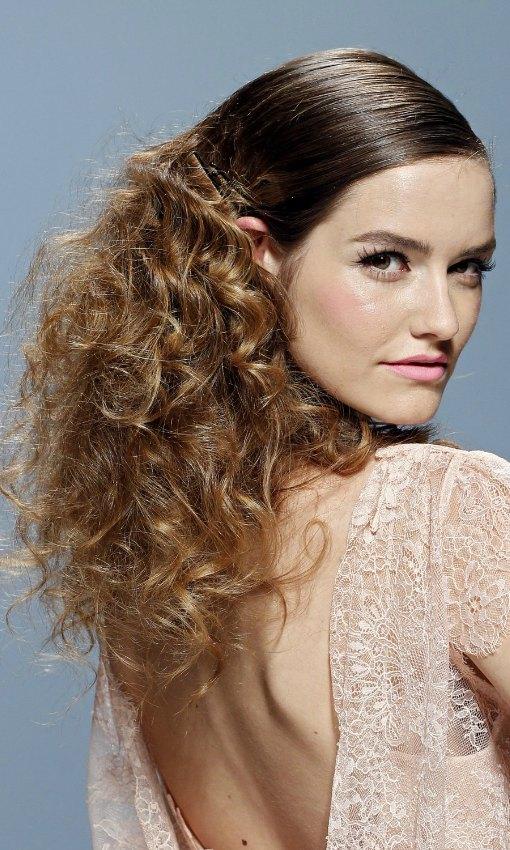 Catorce Peinados Para Novias Con Pelo Rizado Foto