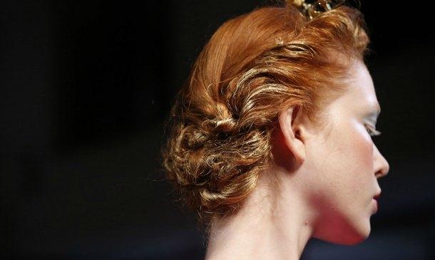 Catorce peinados para novias con pelo rizado