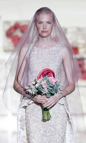 Costuras de azúcar en las novias de Jesús Peiró