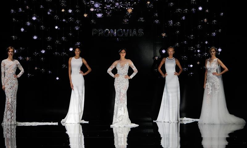 Así ha sido el desfile de Pronovias con sus propuestas de vestidos de novia para 2017