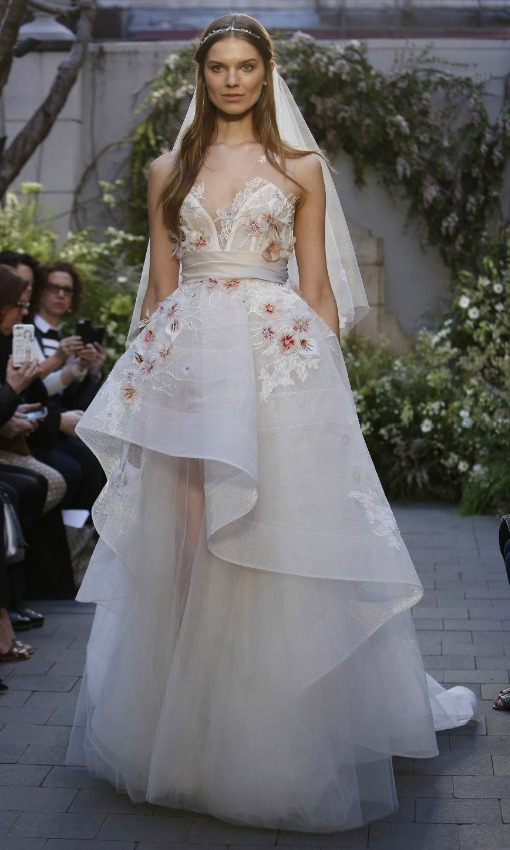 Tendencias 2017 Vestidos de novia con colores y flores
