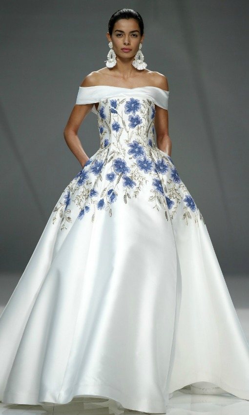 tendencias vestidos de novia con colores y flores