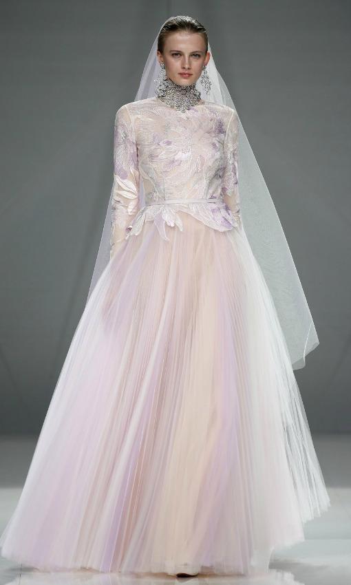 Vestidos de novia con colores y flores, la nueva tendencia! | La ...