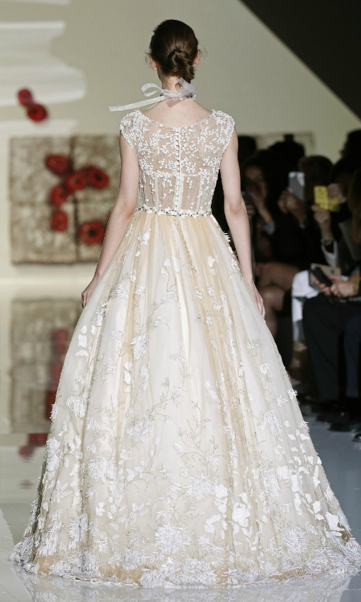 Tendencias 2017 vestidos de novia con colores y flores for Novias originales 2017