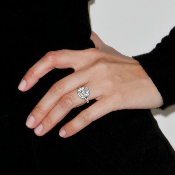 e49f328f99a6 Diez colores de uñas para lucir anillo este verano - Foto