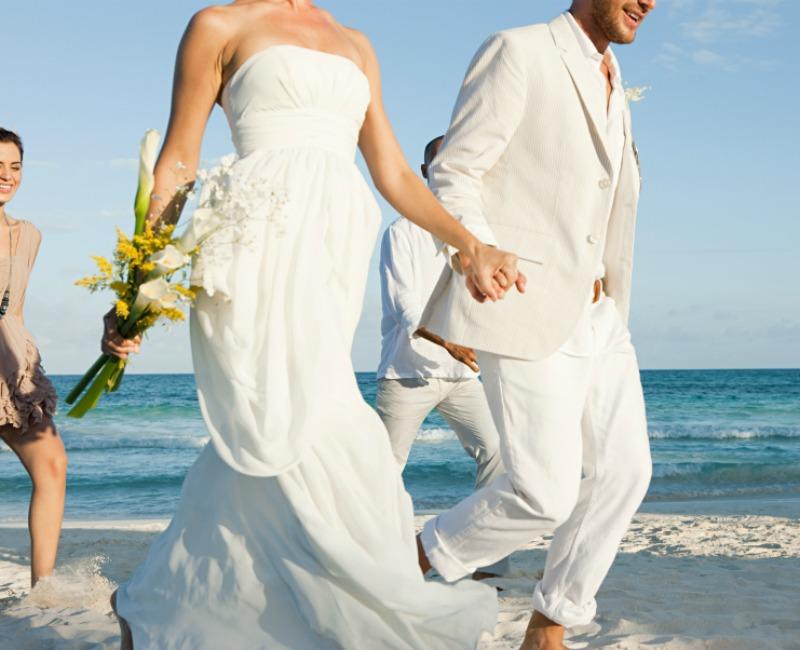 ¿Te han invitado a una 'destination wedding' este año? Esto es lo que deberías saber